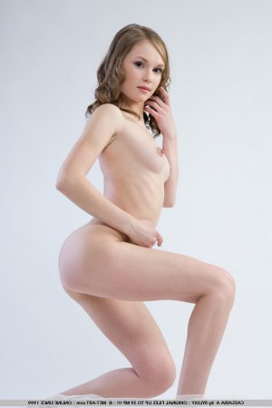 Gyslene escort trans Simiane-Collongue, 13